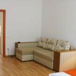 диван на подобовій квартирі у Львові по вул. Мартовича 3
